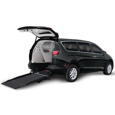 Freedom Motors Pacifica Kneelvan