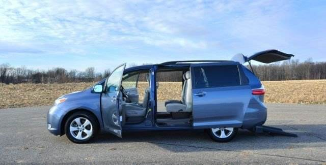 2015 toyota sienna wheelchair accessible kneelvan. Black Bedroom Furniture Sets. Home Design Ideas