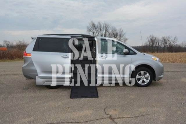 2014 Toyota Sienna Sienna Le Wheelchair Van For Sale