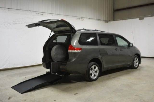 2011 toyota sienna le wheelchair van for sale vin. Black Bedroom Furniture Sets. Home Design Ideas