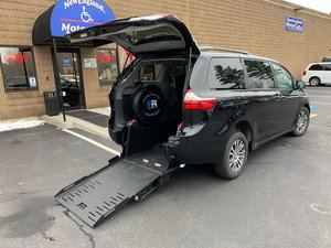 Used Wheelchair Van For Sale: 2018 Toyota Sienna S Wheelchair Accessible Van For Sale with a  on it. VIN: 5TDYZ3DC2JS938420