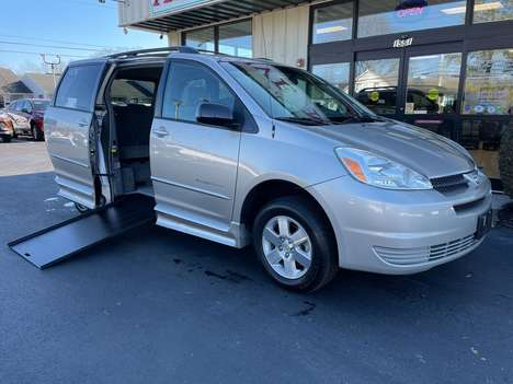 Used Wheelchair Van For Sale: 2005 Toyota Sienna S Wheelchair Accessible Van For Sale with a  on it. VIN: 5TDZA23C15S294261