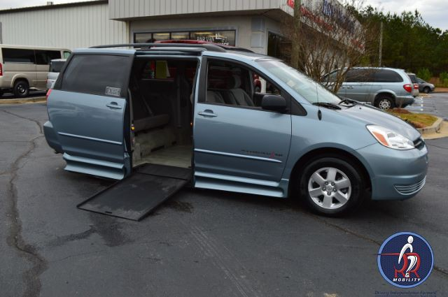 2004 toyota sienna wheelchair van for sale conyers ga. Black Bedroom Furniture Sets. Home Design Ideas