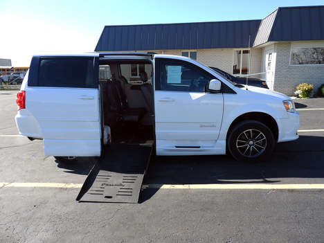 Used Wheelchair Van For Sale: 2017 Dodge Braun  Wheelchair Accessible Van For Sale with a  on it. VIN: 2C4RDGCG0HR693540