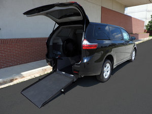 New Wheelchair Van For Sale: 2019 Toyota Sienna  Wheelchair Accessible Van For Sale with a  on it. VIN: 5TDZZ3DC8KS019575