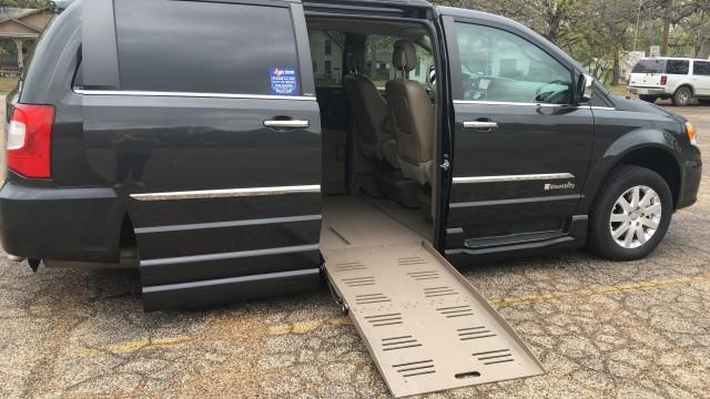 Mobility Van Dealers Tx >> 2012 Chrysler Town & Country Wheelchair Van For Sale - BraunAbility Chrysler Entervan XT ...