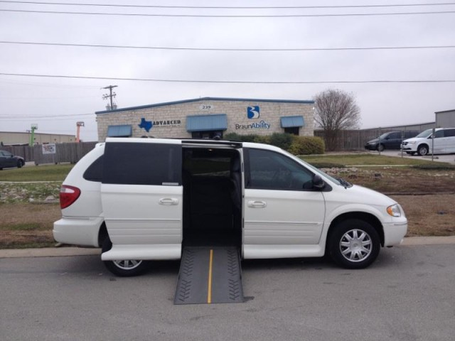 2007 chrysler town country touring wheelchair van for sale vmi folding vin. Black Bedroom Furniture Sets. Home Design Ideas