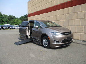 Used Wheelchair Van For Sale: 2017 Chrysler Pacifica Touring Wheelchair Accessible Van For Sale with a BraunAbility Chrysler Pacifica Infloor on it. VIN: 2C4RC1BG4HR777572