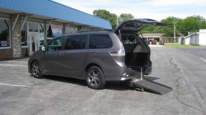 Used Wheelchair Van For Sale: 2015 Toyota Sienna SE Wheelchair Accessible Van For Sale with a Freedom Motors - Power Toyota Rear Entry on it. VIN: 5TDXK3DC1FS603978