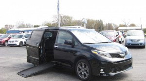 Used Wheelchair Van For Sale: 2019 Toyota Sienna SE Wheelchair Accessible Van For Sale with a Freedom Motors - Side Entry Toyota Sienna on it. VIN: 5TDXZ3DC5KS986023