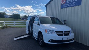 Used Wheelchair Van For Sale: 2017 Dodge Caravan  Wheelchair Accessible Van For Sale with a Revability - DODGE GRAND CARAVAN ADVANTAGE SE on it. VIN: 2C4RDGCG2HR678408