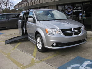 Used Wheelchair Van For Sale: 2018 Dodge Grand Caravan SXT Wheelchair Accessible Van For Sale with a BraunAbility Dodge Entervan II on it. VIN: 2C4RDGCG0JR343041