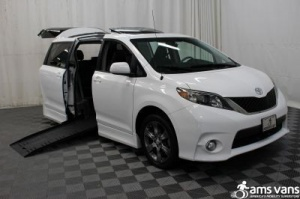 Used Wheelchair Van For Sale: 2011 Toyota Sienna SE Wheelchair Accessible Van For Sale with a Braun Entervan on it. VIN: 5TDXK3DC8BS049381