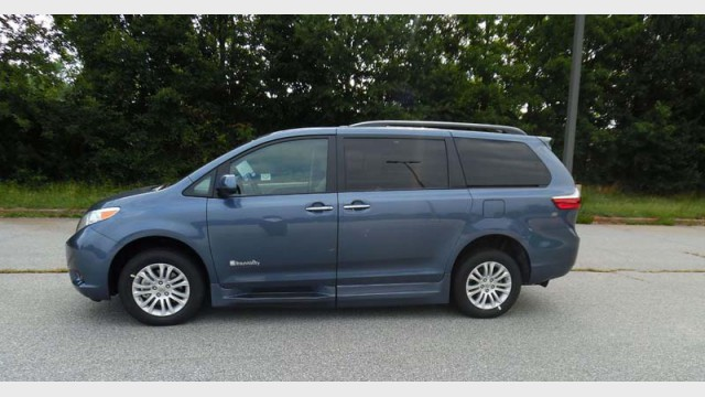 2015 toyota sienna xle 7 passenger mobility auto access wheelchair van for sale braunability. Black Bedroom Furniture Sets. Home Design Ideas