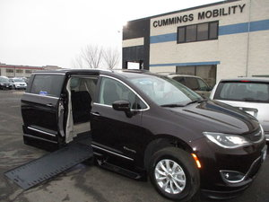 Used Wheelchair Van For Sale: 2019 Chrysler Pacifica L Wheelchair Accessible Van For Sale with a BraunAbility Chrysler Pacifica Infloor on it. VIN: 2C4RC1BG2KR583095