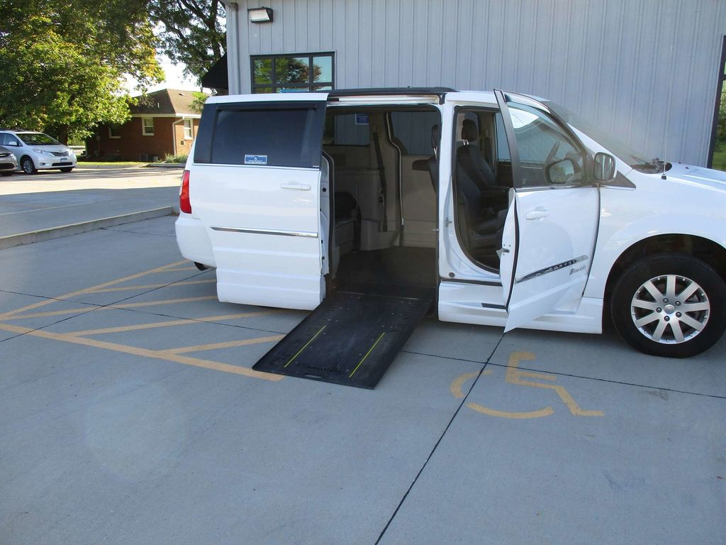 used wheelchair van for sale 2014 chrysler town country touring wheelchair accessible van for. Black Bedroom Furniture Sets. Home Design Ideas