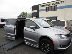 New Wheelchair Van For Sale: 2019 Chrysler Pacifica Touring Wheelchair Accessible Van For Sale with a BraunAbility Chrysler Pacifica Infloor on it. VIN: 2C4RC1EGXKR685918