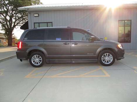 Used Wheelchair Van For Sale: 2019 Dodge Grand Caravan SXT Wheelchair Accessible Van For Sale with a BraunAbility Dodge Entervan II on it. VIN: 2C4RDGCG5KR734977