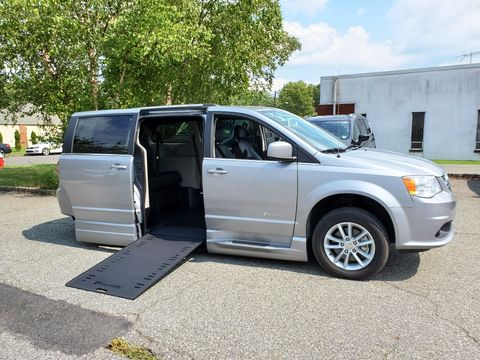Used Wheelchair Van For Sale: 2019 Dodge Caravan SXT Wheelchair Accessible Van For Sale with a BraunAbility - Dodge Entervan Xi Infloor on it. VIN: 2C4RDGCG3KR796359
