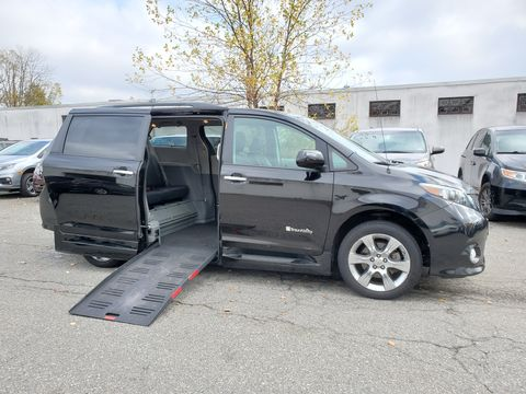 Used Wheelchair Van For Sale: 2014 Toyota Sienna SE Wheelchair Accessible Van For Sale with a BraunAbility - Toyota Rampvan XT on it. VIN: 5TDXK3DC5ES441772