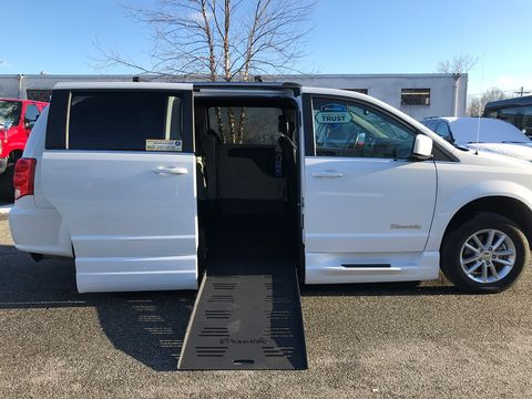 Used Wheelchair Van For Sale: 2019 Dodge Caravan SXT Wheelchair Accessible Van For Sale with a BraunAbility - Dodge Entervan XT on it. VIN: 2C4RDGCG6KR564564