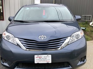 Used Wheelchair Van For Sale: 2017 Toyota Sienna SE Wheelchair Accessible Van For Sale with a BraunAbility Toyota Rampvan Xi on it. VIN: 5TDKZ3DC7HS865643