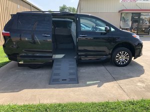Used Wheelchair Van For Sale: 2018 Toyota Sienna LE Wheelchair Accessible Van For Sale with a  on it. VIN: 5TDYZ3DC5JS918582