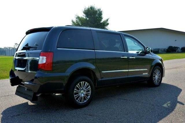 2013 Chrysler Town Country Touring L Wheelchair Van For