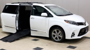 Used Wheelchair Van For Sale: 2018 Toyota Sienna LE Wheelchair Accessible Van For Sale with a Freedom Motors - Side Entry Toyota Sienna on it. VIN: 5TDXZ3DC9JS933033