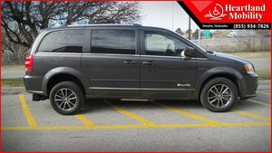 Used Wheelchair Van For Sale: 2017 Dodge Grand Caravan SXT Wheelchair Accessible Van For Sale with a BraunAbility BraunAbility Dodge Manual Rear Entry on it. VIN: 2C4RDGCG9HR546634