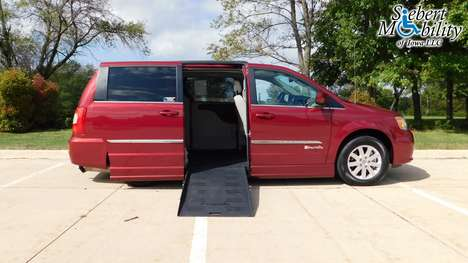 Used Wheelchair Van For Sale: 2016 Chrysler Town & Country LX Wheelchair Accessible Van For Sale with a BraunAbility Chrysler Entervan II on it. VIN: 2C4RC1BG5GR303399