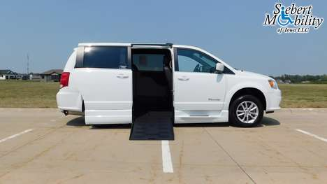 Used Wheelchair Van For Sale: 2019 Dodge Grand Caravan SXT Wheelchair Accessible Van For Sale with a BraunAbility Dodge Entervan XT on it. VIN: 2C4RDGCG4KR662346