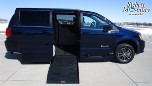 Used Wheelchair Van For Sale: 2017 Dodge Grand Caravan SXT Wheelchair Accessible Van For Sale with a  on it. VIN: 2C4RDGCG5HR630918