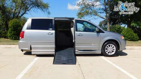 Used Wheelchair Van For Sale: 2015 Dodge Grand Caravan SXT Wheelchair Accessible Van For Sale with a BraunAbility Dodge Entervan II on it. VIN: 2C4RDGCG9FR623581