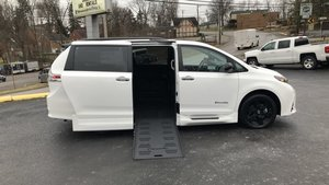 Used Wheelchair Van For Sale: 2020 Toyota Sienna S Wheelchair Accessible Van For Sale with a BraunAbility Toyota Rampvan XL on it. VIN: 5TDXZ3DC9LS050441