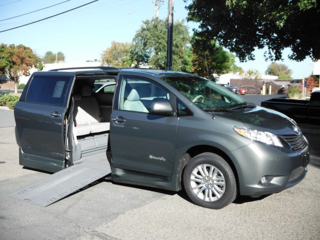 2013 toyota sienna wheelchair van for sale braunability. Black Bedroom Furniture Sets. Home Design Ideas