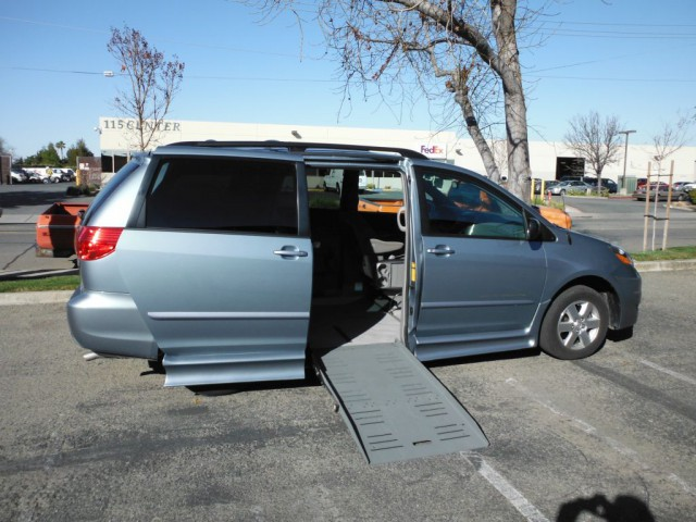 2008 toyota sienna le wheelchair van for sale. Black Bedroom Furniture Sets. Home Design Ideas