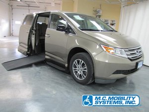 Used Wheelchair Van For Sale: 2013 Honda Odyssey SE Wheelchair Accessible Van For Sale with a Honda Northstar on it. VIN: 5FNRL5H64DB059757