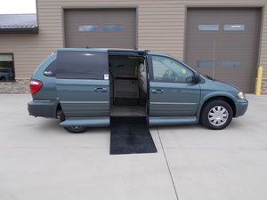 Used Wheelchair Van For Sale: 2005 Chrysler Town & Country Limited Wheelchair Accessible Van For Sale with a Northstar on it. VIN: 2C4GP64L95R402694