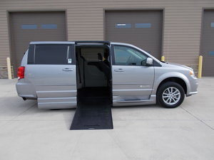 Used Wheelchair Van For Sale: 2015 Dodge Grand Caravan SXT Wheelchair Accessible Van For Sale with a Braun XI on it. VIN: 2C4RDGCG1FR745058