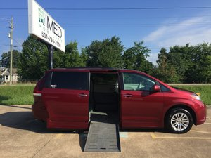 Used Wheelchair Van For Sale: 2011 Toyota Sienna XLE Wheelchair Accessible Van For Sale with a Braun XT on it. VIN: 5TDYK3DC2BS134107