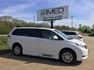 Used Wheelchair Van For Sale: 2014 Toyota Sienna XLE Wheelchair Accessible Van For Sale with a Braun XI on it. VIN: 5TDYK3DCXES470348