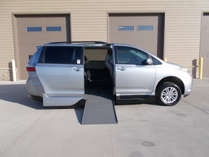 Used Wheelchair Van For Sale: 2017 Toyota Sienna XLE Wheelchair Accessible Van For Sale with a Northstar on it. VIN: 5TDYZ3DC0HS837287
