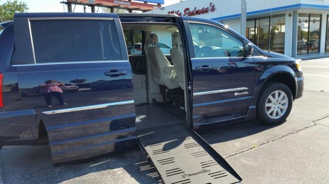 2016 chrysler town country wheelchair van for sale braunability chrysler dodge entervan xt. Black Bedroom Furniture Sets. Home Design Ideas