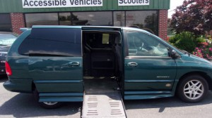 Used Wheelchair Van For Sale: 2000 Dodge Caravan  Wheelchair Accessible Van For Sale with a BraunAbility - Dodge Entervan II on it. VIN: 1B4GP44R3YB739211