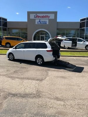 Used Wheelchair Van For Sale: 2018 Toyota Sienna LE Wheelchair Accessible Van For Sale with a  on it. VIN: 5TDKZ3DC7JS926236