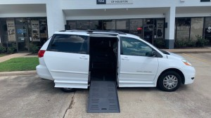 Used Wheelchair Van For Sale: 2008 Toyota Sienna LE Wheelchair Accessible Van For Sale with a BraunAbility - Toyota Rampvan Xi on it. VIN: 5tdzk23c28s132544