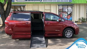 Used Wheelchair Van For Sale: 2020 Toyota Sienna S Wheelchair Accessible Van For Sale with a BraunAbility Toyota Rampvan XL on it. VIN: 5TDYZ3DC0LS039137