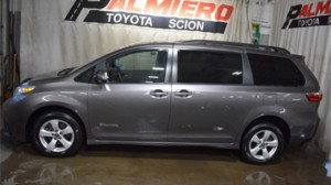 Used Wheelchair Van For Sale: 2018 Toyota Sienna LE Wheelchair Accessible Van For Sale with a BraunAbility - Toyota Manual Rear Entry on it. VIN: 5TDKZ3DC9JS906215