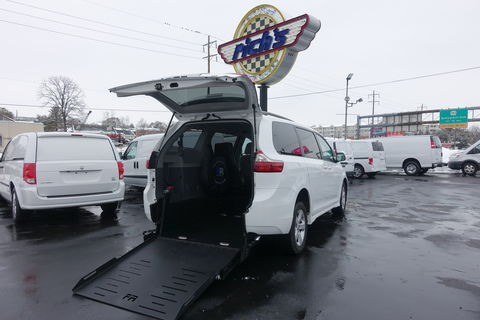 Used Wheelchair Van For Sale: 2020 Toyota Sienna LE Wheelchair Accessible Van For Sale with a FR Wheelchair Vans - Toyota Rear Entry on it. VIN: 5TDKZ3DC0LS054971